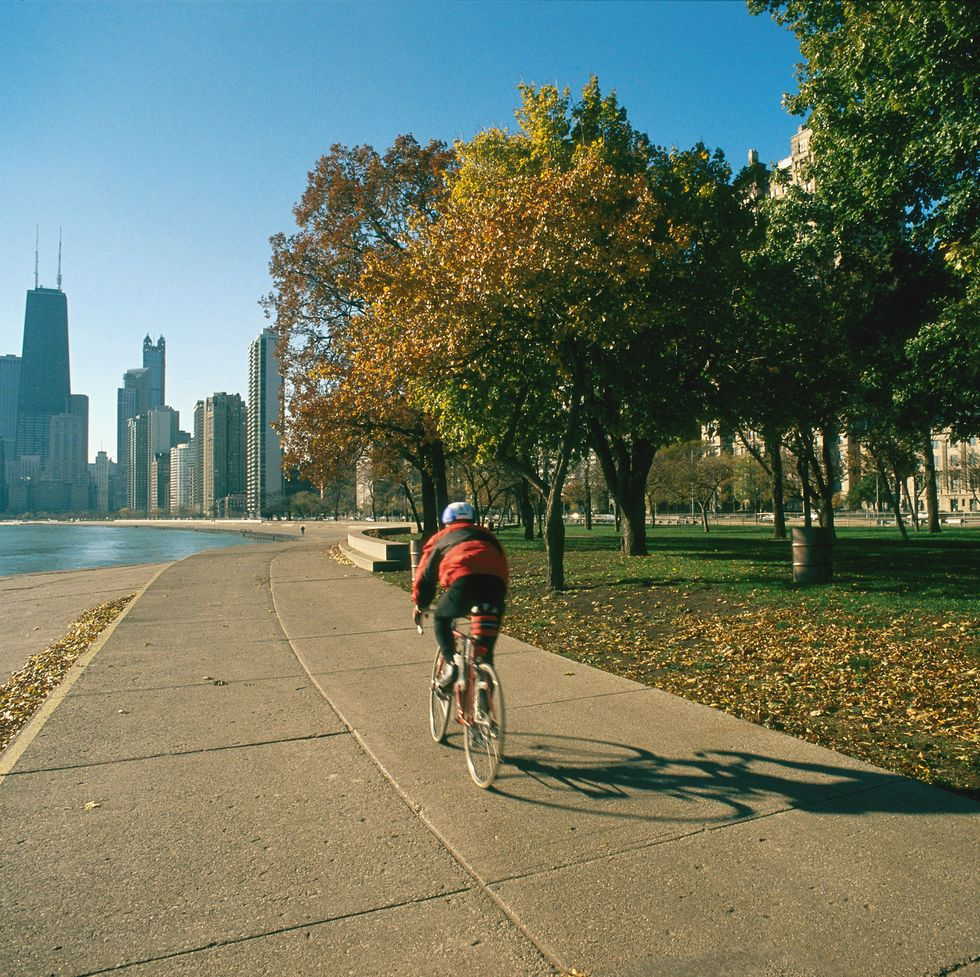 Выйти на улицу в городе. Зеленые пространства могут помочь вам жить дольше