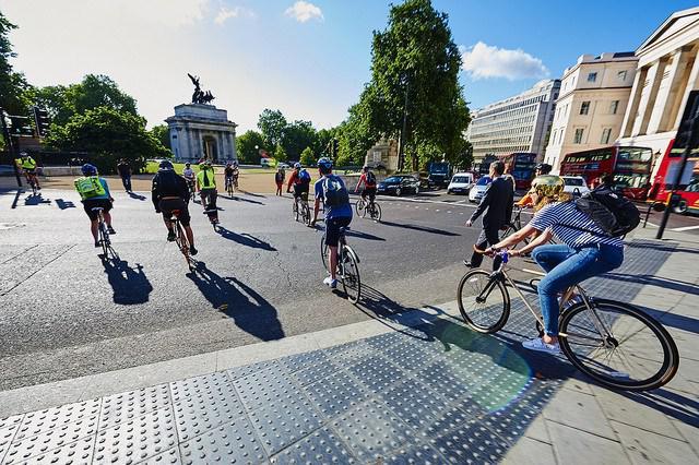 Исследование: ходьба пешком или на велосипеде может снизить риск сердечного приступа