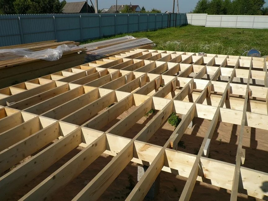 Применение досок в строительстве дома