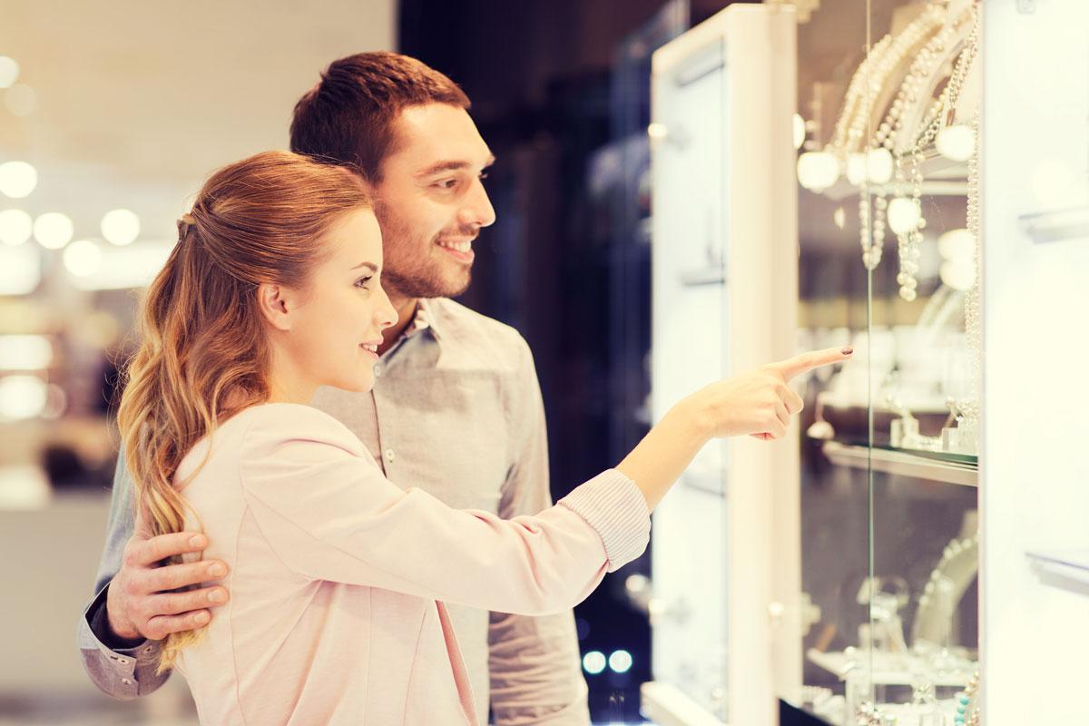 Как правильно сэкономить на ювелирных украшениях?