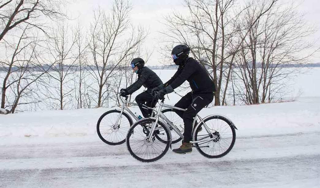Как правильно ездить на велосипеде зимой?