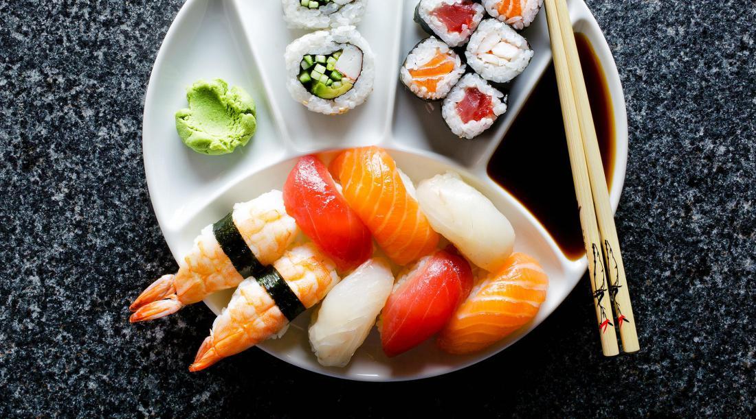 Суши - популярная еда во всем мире