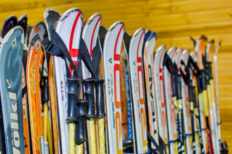 Лыжи самый востребованный инвентарь на зимних курортах